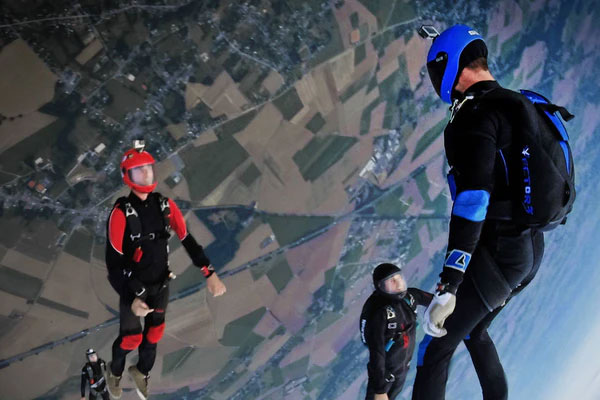 featured image 7 Best Adventurous Activities You Can Do in Spain Skydiving - 7 Best Adventurous Activities You Can Do in Spain